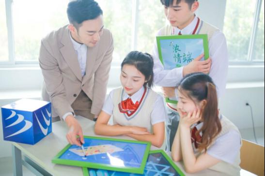 重庆新华:高中毕业学互联网技术 当然是新华好