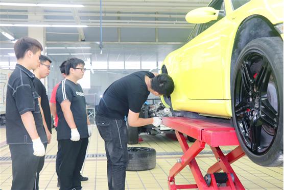 没学历最吃香的职业?汽车维修报读上海博世汽修学校入职保时捷中心