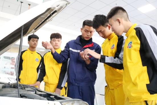 石家庄万通:弘扬工匠精神,让学子学到前沿汽修技能