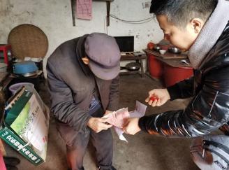 黄平县开展春节前夕走访慰问计生特殊困难家庭活动