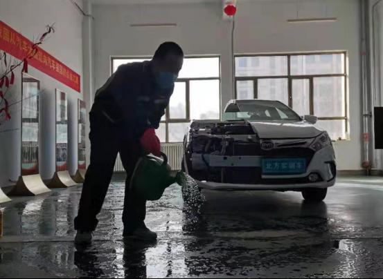 学校比家更安全!甘肃北方汽车学校 开展无死角校园消毒工作 确保师生健康