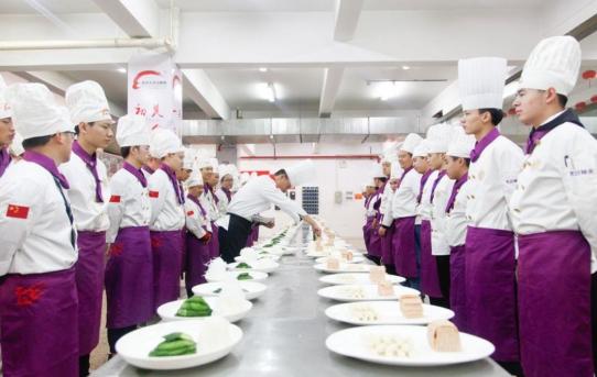 学厨指南|杭州新东方烹饪学校浅析初高中生学厨的好处
