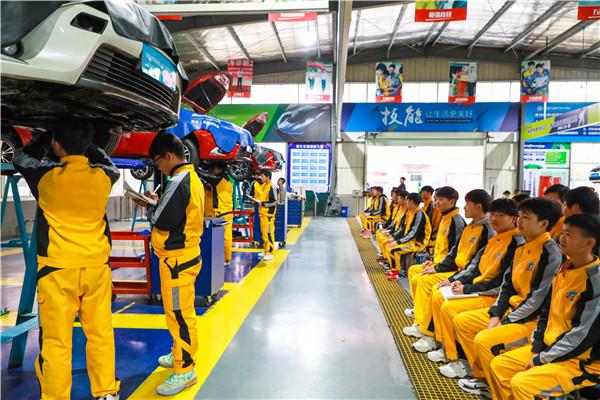 学汽修去哪里好?汽修厂和汽修学校有什么区别?