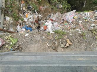 沿河检察:生活垃圾倒天坑 检察建议促整改