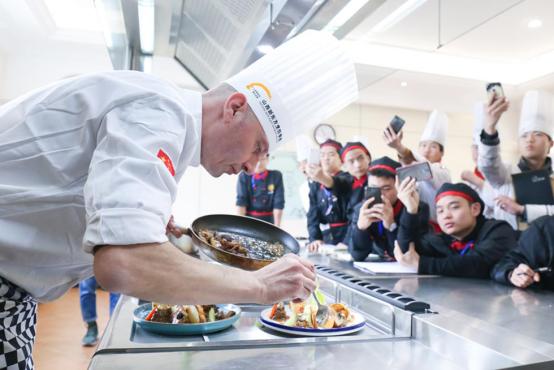 山西新东方:高中毕业学西餐怎么样?在哪里学比较好?