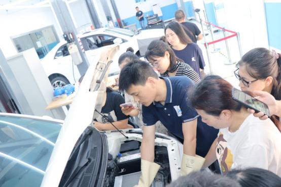 新能源智能汽车学校,进修上海博世汽车学校获德国莱茵TUV国际认证