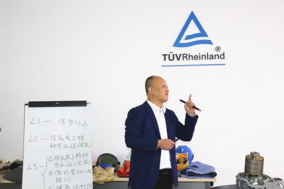 学新能源智能汽车技术,上海博世汽修学校获德国莱茵TUV国际认证行业优势