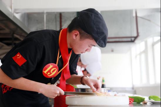 长沙新东方:男生学厨师好前途