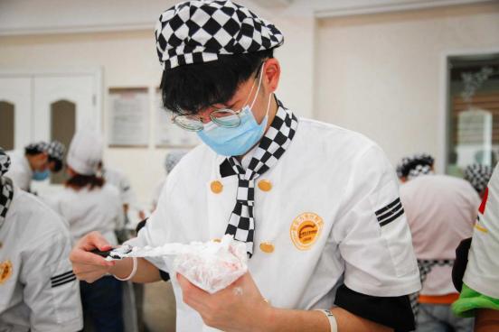 杭州新东方烹饪学校|学甜品烘焙不是女生的专属,男生同样适合!