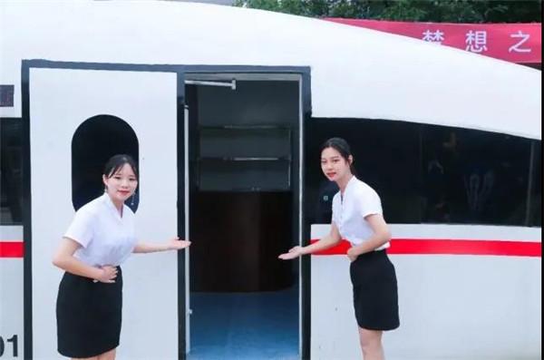 江西万通:为什么越来越多的女生想成为高铁乘务员?