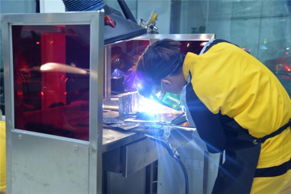 江西万通:学什么技术赚钱多?学焊工get高薪好技能!