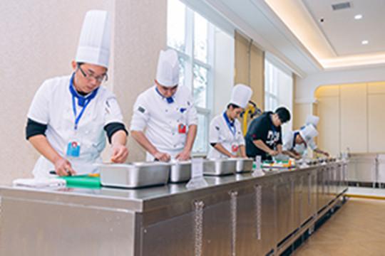 新疆新东方:学厨师的四个理由