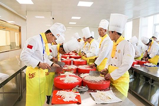 新疆新东方:学厨师要多久?