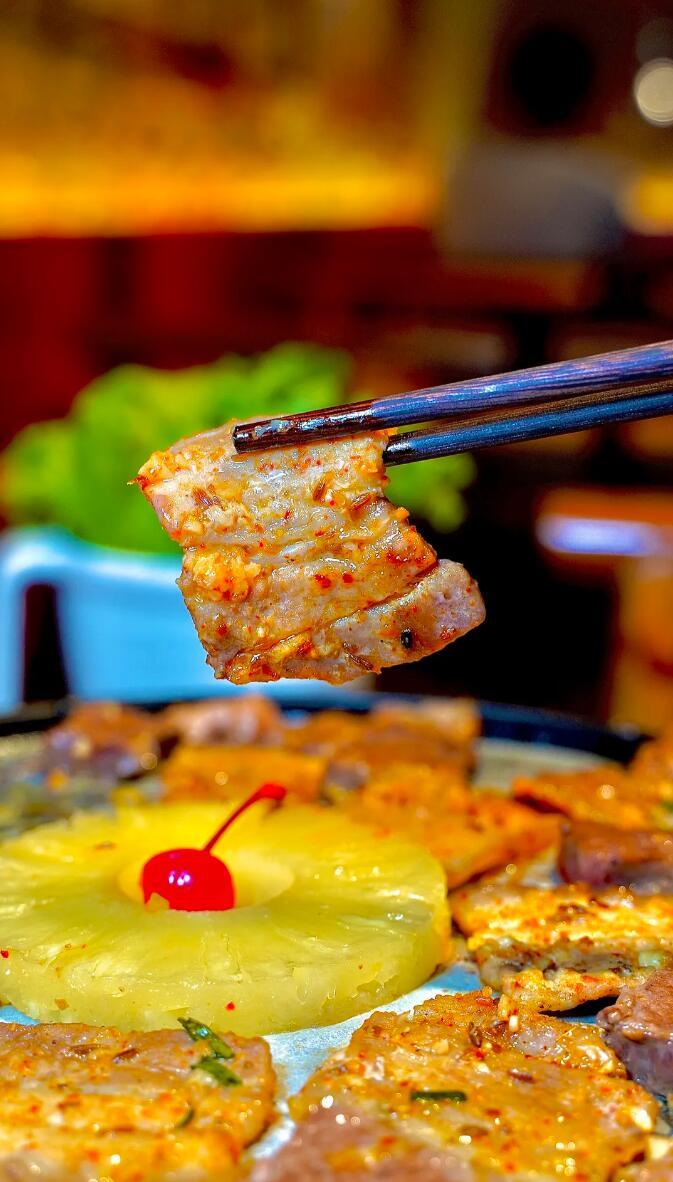 """湘式烧烤""""葱喜烤肉""""进驻贵阳 本地美食网红主播争相打卡"""