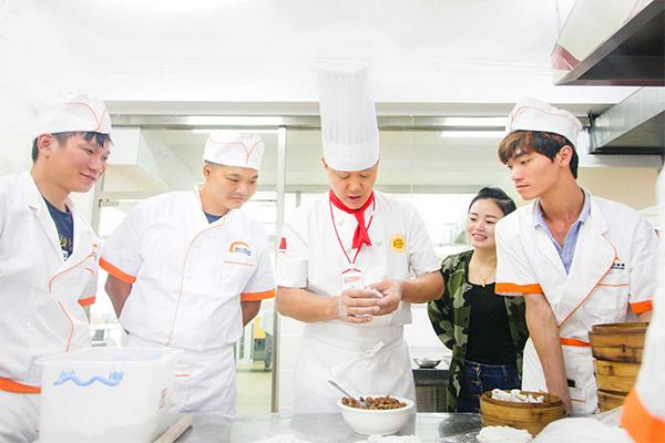 杭州新东方做无谓:打工返乡人群新出路暂停,学厨创业铺就稳健人生!