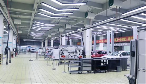 博世学校告诉你,学汽修技术是选择汽修厂还是专业的汽修学校!