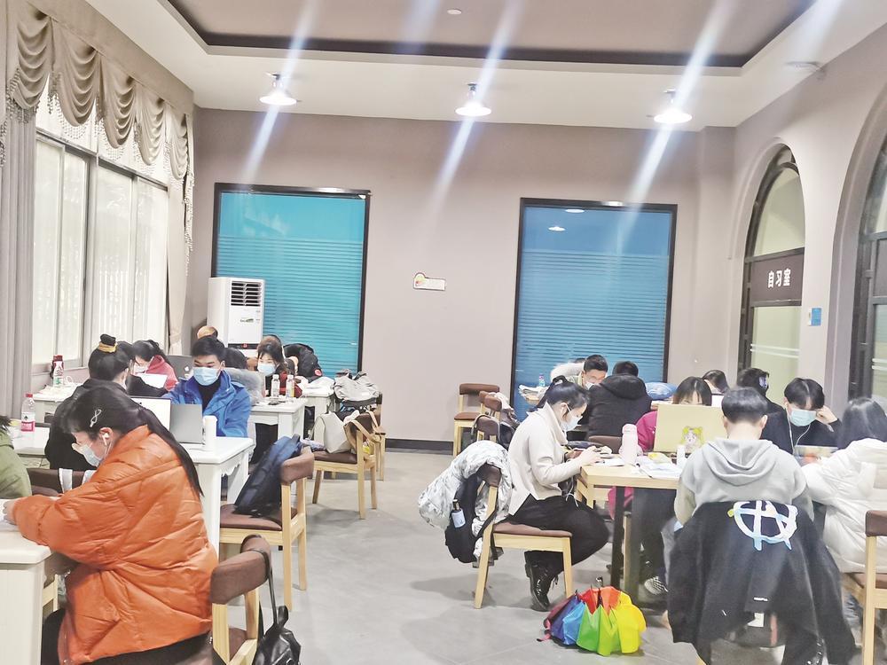 铜仁碧江区书店影院里别样的年味