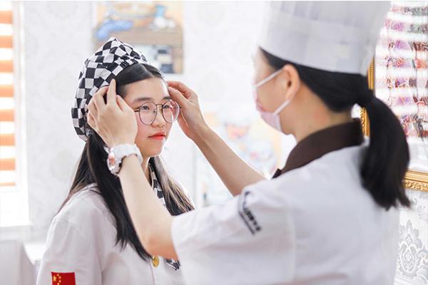 【热门专业】初中女生学西点,让未来大放光彩!