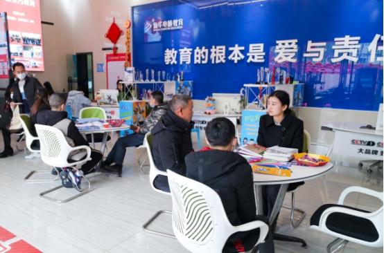长沙新华330校园专场咨询日 关心未来关心你