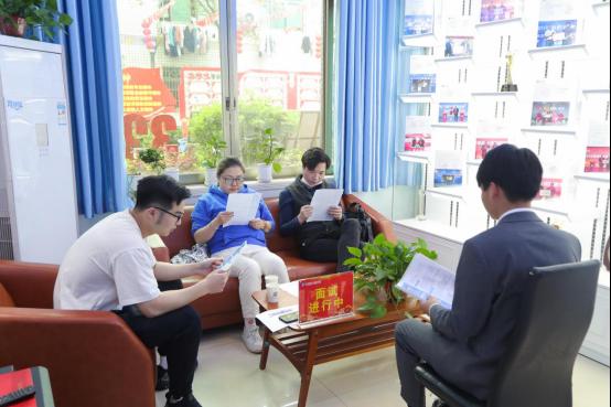 长沙新华:5G直播毕业生正式成为带货主播