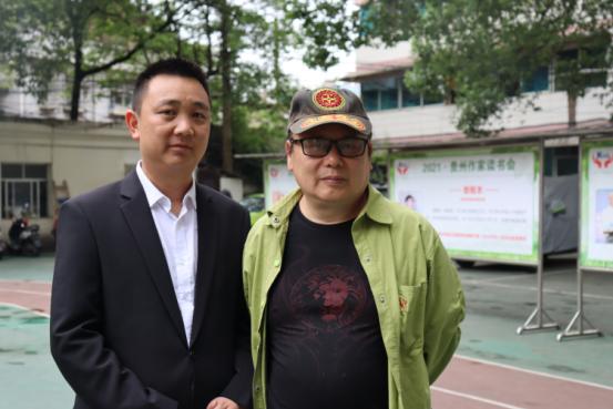 贵州作家读书会邀请百名作家走进盛世中学,品读《石头开花》