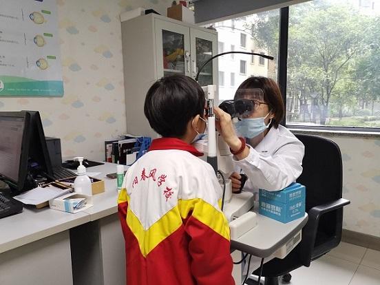 用爱助困 用心助学――贵阳爱尔眼科为这位特殊学生免费配镜