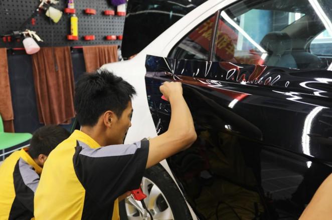 福州万通:想摆脱流水线工作?学汽车美容技术试试!